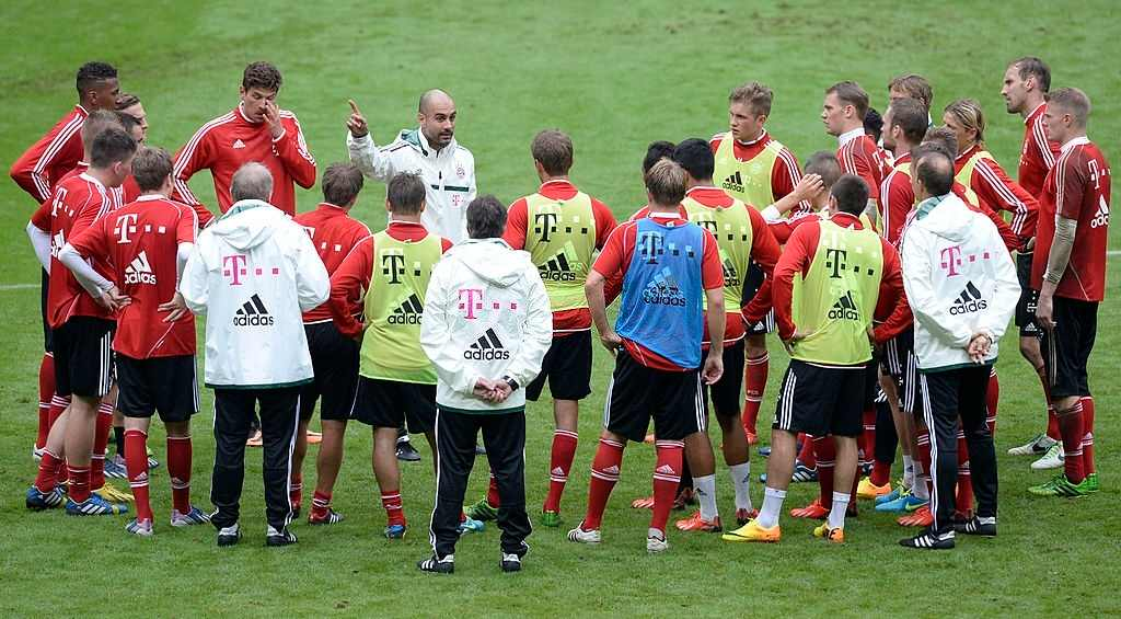Pep Guardiola with Thomas Muller and the rest of Bayern Munich squad.