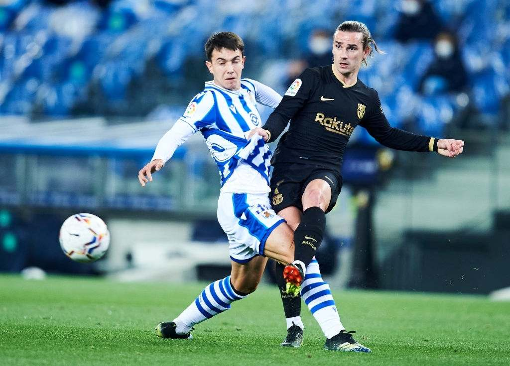 Antoine Griezmann of FC Barcelona duels for the ball with Martin Zubimendi of Real Sociedad (Photo by Juan Manuel Serrano Arce/Getty Images)