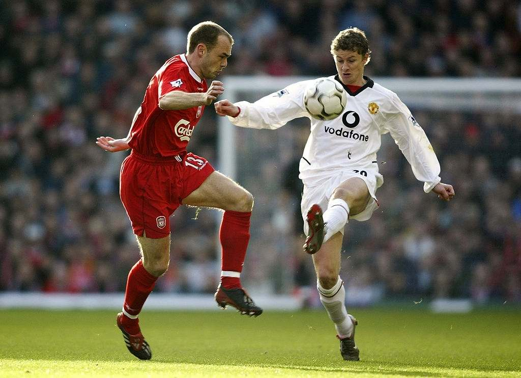 Danny Murphy of Liverpool loses out to Ole Gunnar Solskjaer of Manchester United (Photo by Gary M. Prior/Getty Images)