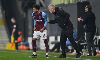 David Moyes, Manager of West Ham speaks to Jesse Lingard of West Ham during the Premier League match between Fulham and West Ham United (Photo by Justin Setterfield/Getty Images)