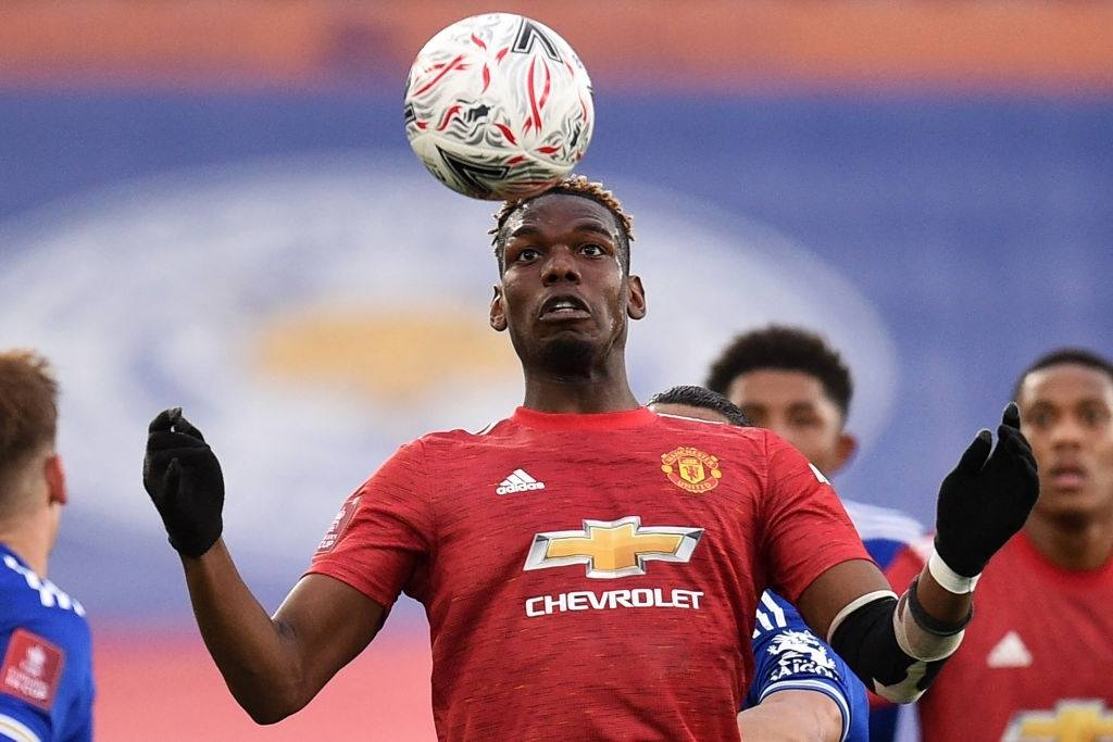 Paul Pogba controls the ball (Photo by OLI SCARFF/POOL/AFP via Getty Images)