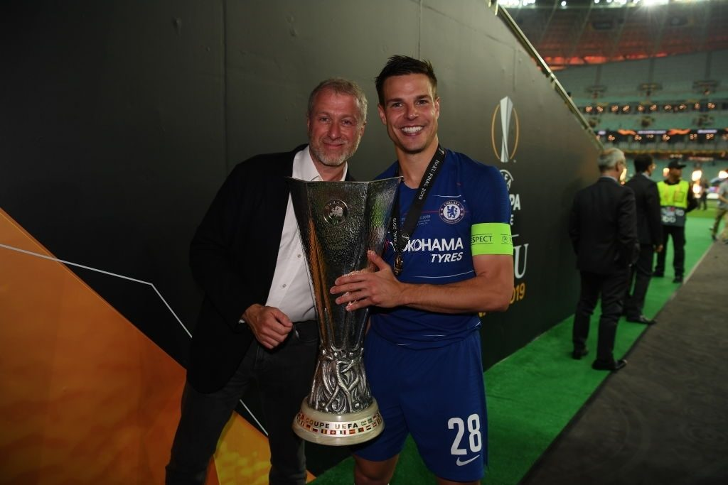 Chelsea owner Roman Abramovich and Cesar Azpilicueta of Chelsea (Photo by Darren Walsh/Chelsea FC via Getty Images)