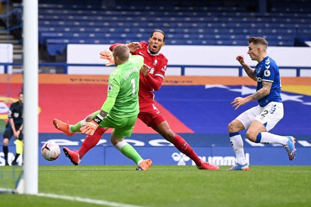 Virgil van Dijk of Liverpool is tackled by Jordan Pickford of Everton which led to Virgil van Dijk being substituted for an injury during the Premier League match between Everton and Liverpool at Goodison Park on October 17, 2020 in Liverpool, England. (Photo by Laurence Griffiths/Getty Images)