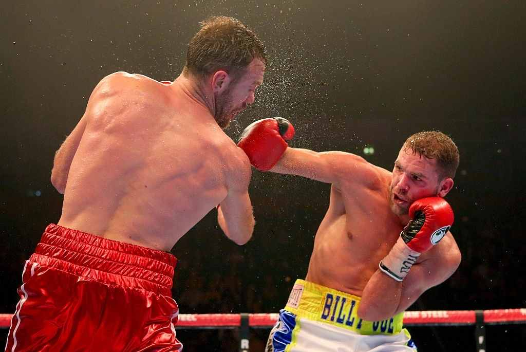 Andy Lee and Billy Joe Saunders fight during their WBO World Middleweight title bout at the Manchester Arena on December 19, 2015 in Manchester, England