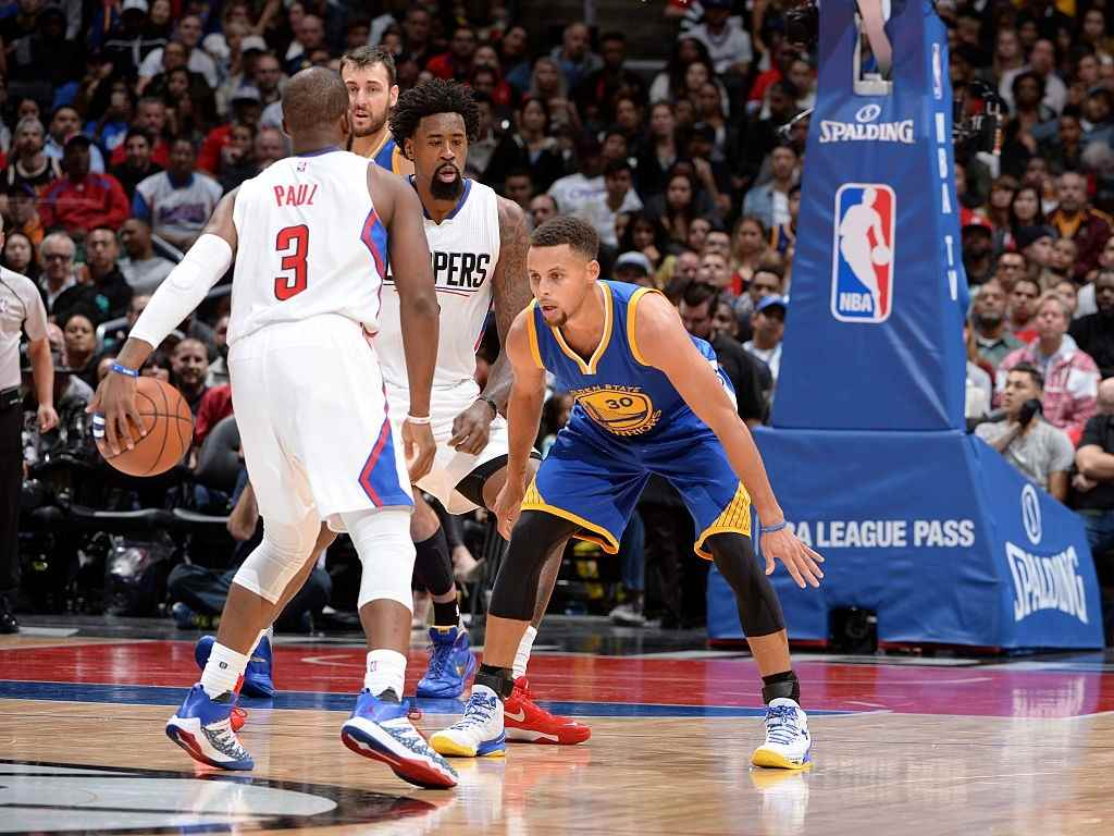 Stephen Curry and Chris Paul vie for the ball.