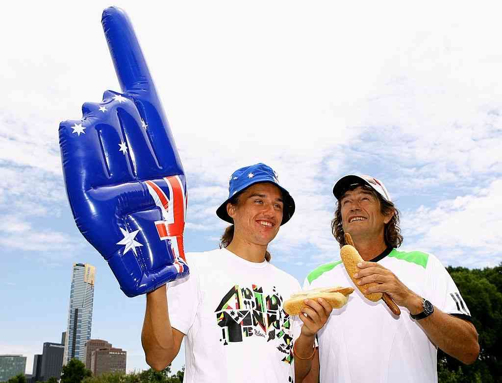 Alexandr Dolgopolov hanging out with his former-coach Jack Reader during the 2011 Australian Open.